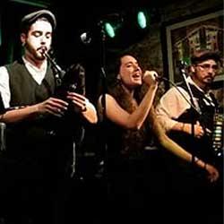 Dequenvessendo y Túa, finalistas del concurso Runas del festival folk de Ortigueira