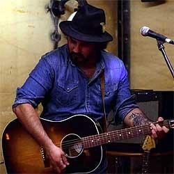 Jabi Izurieta lanza Déjalos, parte de un disco que bebe del country y el rock de autor