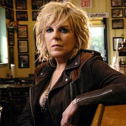 Lucinda Williams, conciertos en Zaragoza, Barcelona y Bilbao de un mito country