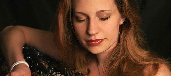 Tori Sparks, concierto en Barcelona para grabar disco con Calamento, El Rubio y más